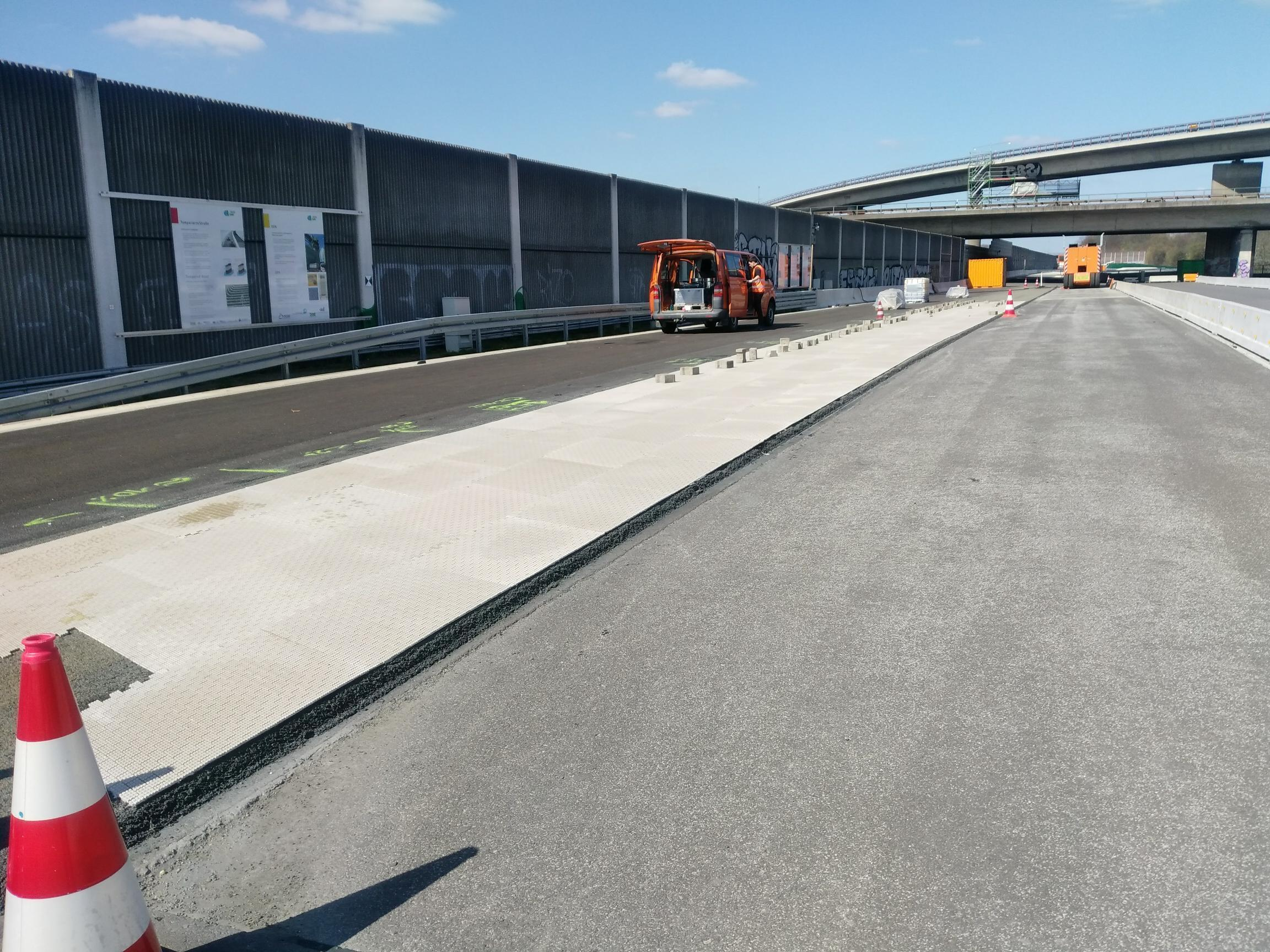 World premiere: Road surface of the future tested for the first time on the duraBASt site