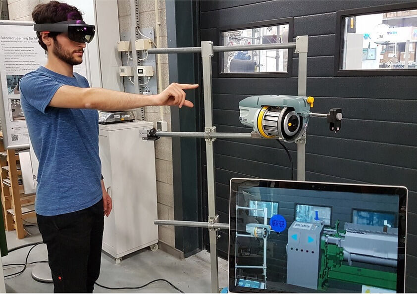 Mixed reality learning environment for weaving process,